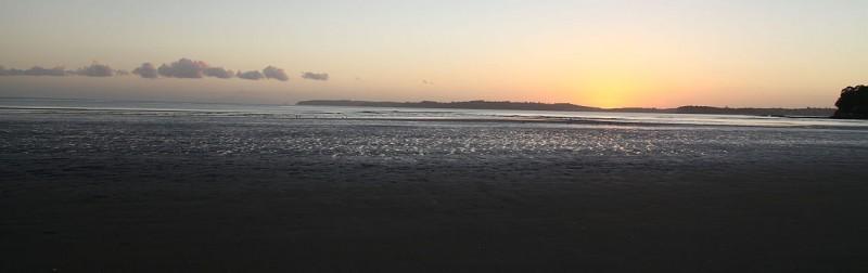 Kurz vor Sonnenaufgang an der Orewa Beach