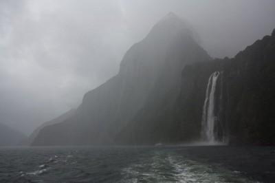 Milford Sound im Nebel und Regen