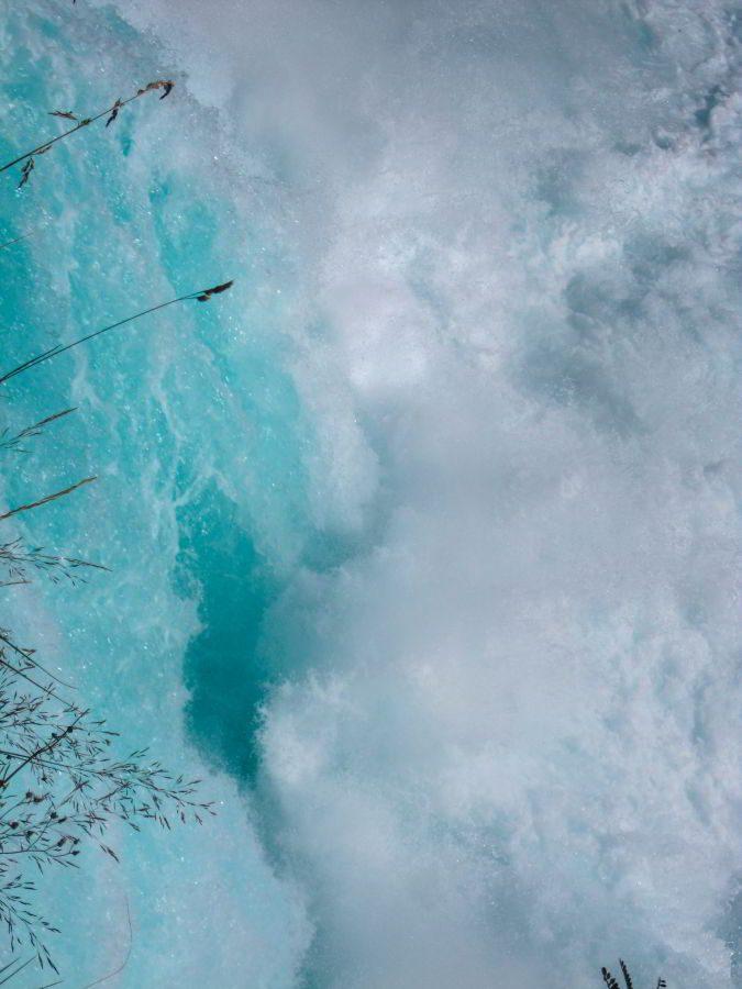 Aufgeschäumtes Wasser an den Huka Falls