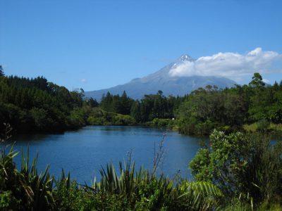 Lake Mangamahoe bei Mount Taranaki