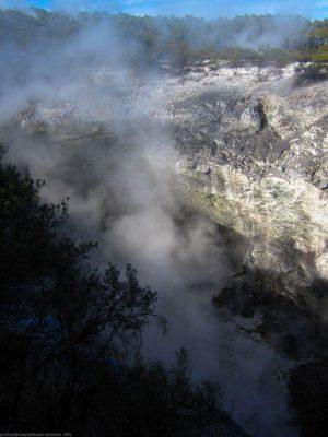 stinkende Dämpfe im Wai-O-Tapu Thermal Wonderland