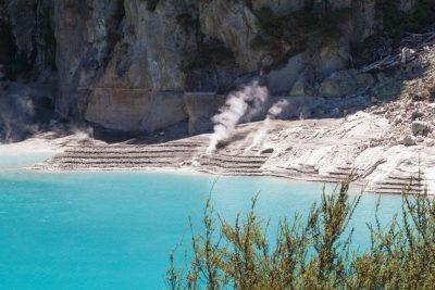 türckisblaues heißes Wasser - Waimangu Volcanic Valley