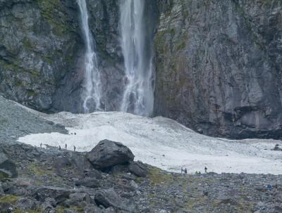Schmelzwasser als Wasserfall - frisches Wasser vom Gletscher