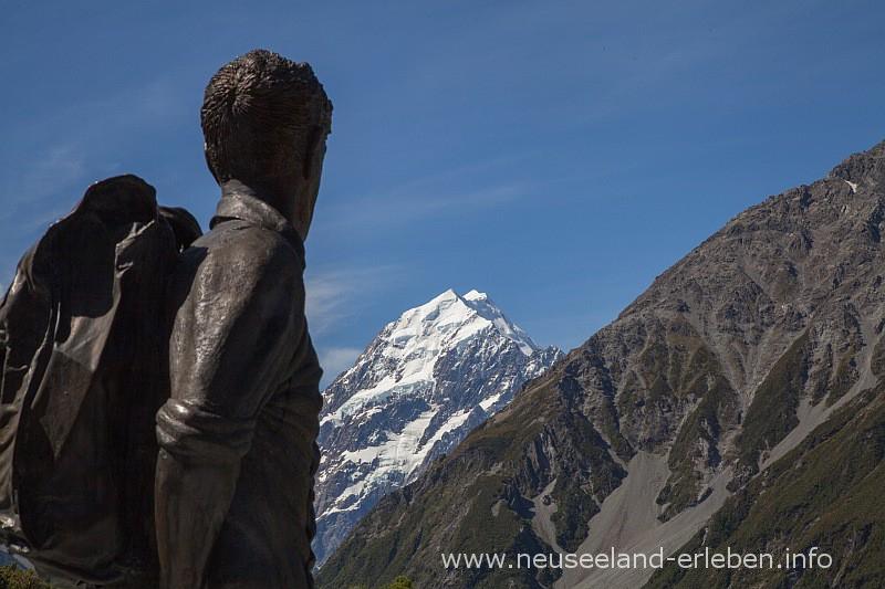 Edmund Hillary Statur mit Blick auf Mount Cook