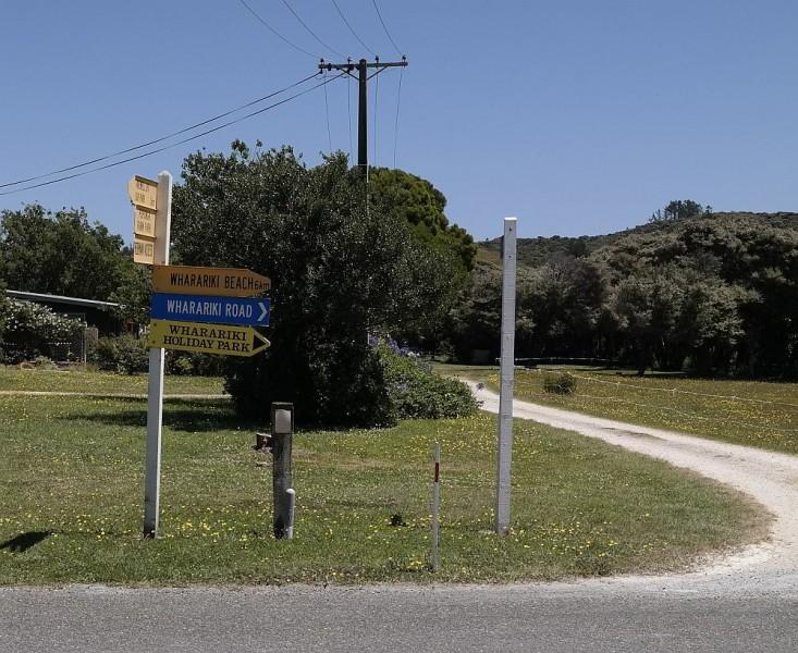 Straßenschild zur Wharariki Beach