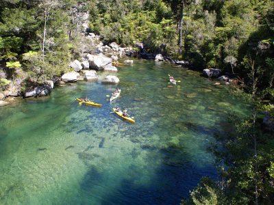 Kajakfahrer im Abel Tasman National Park