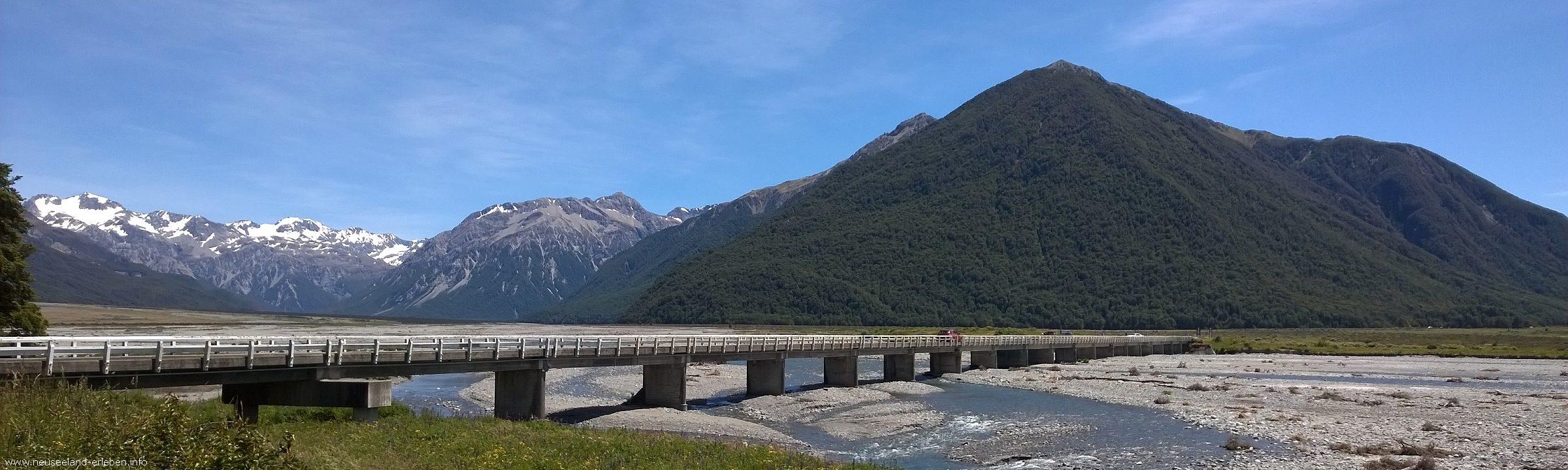 One Lane Bridge am Zusammenfluss des Waimakariri und Bealey River