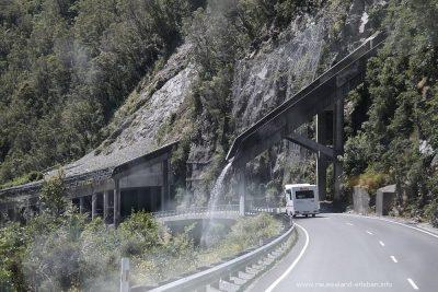 Schutzbauten auf dem State Highway 73 am Arthur's Pass