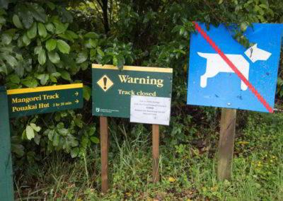 Schilder am Anfang des Wegs - der gesamte Mangorei Track, hin- und zurück, dauert ca. 4-5 Stunden.
