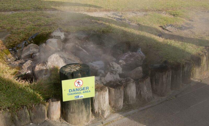 Dampfender Untergrund in Rotorua